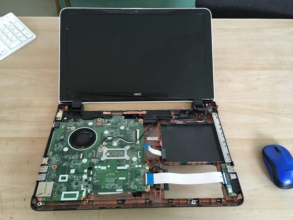 NECのパソコンLAVIE LS150/Sを分解したところ